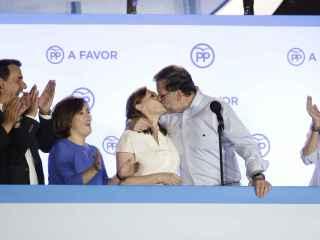 Rajoy ha besado a su mujer al igual que Iker Casillas a Sara Carbonero en el Mundial de 2010