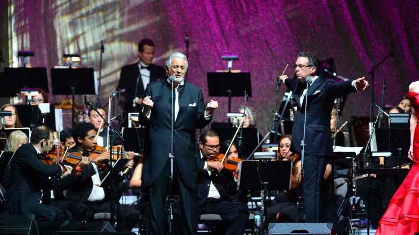 Placido Domingo durante el concierto en el estadio AmericanAirlines Arena de Miami
