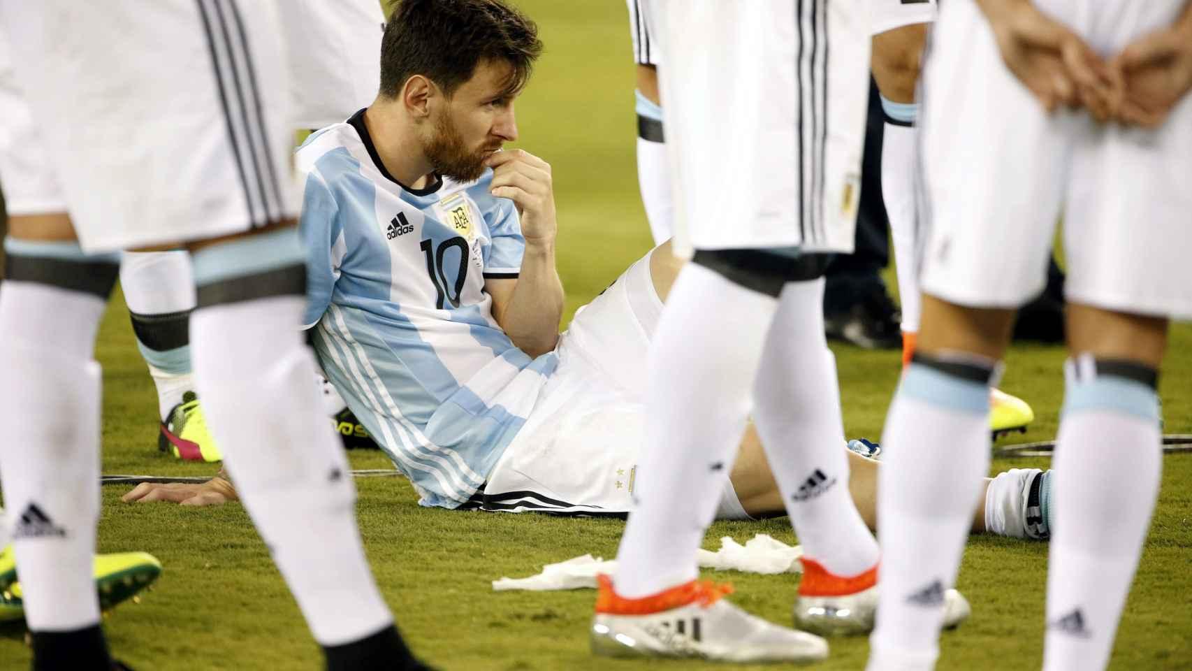 Messi, entre lágrimas, tras errar su penalti en la tanda final ante Chile.