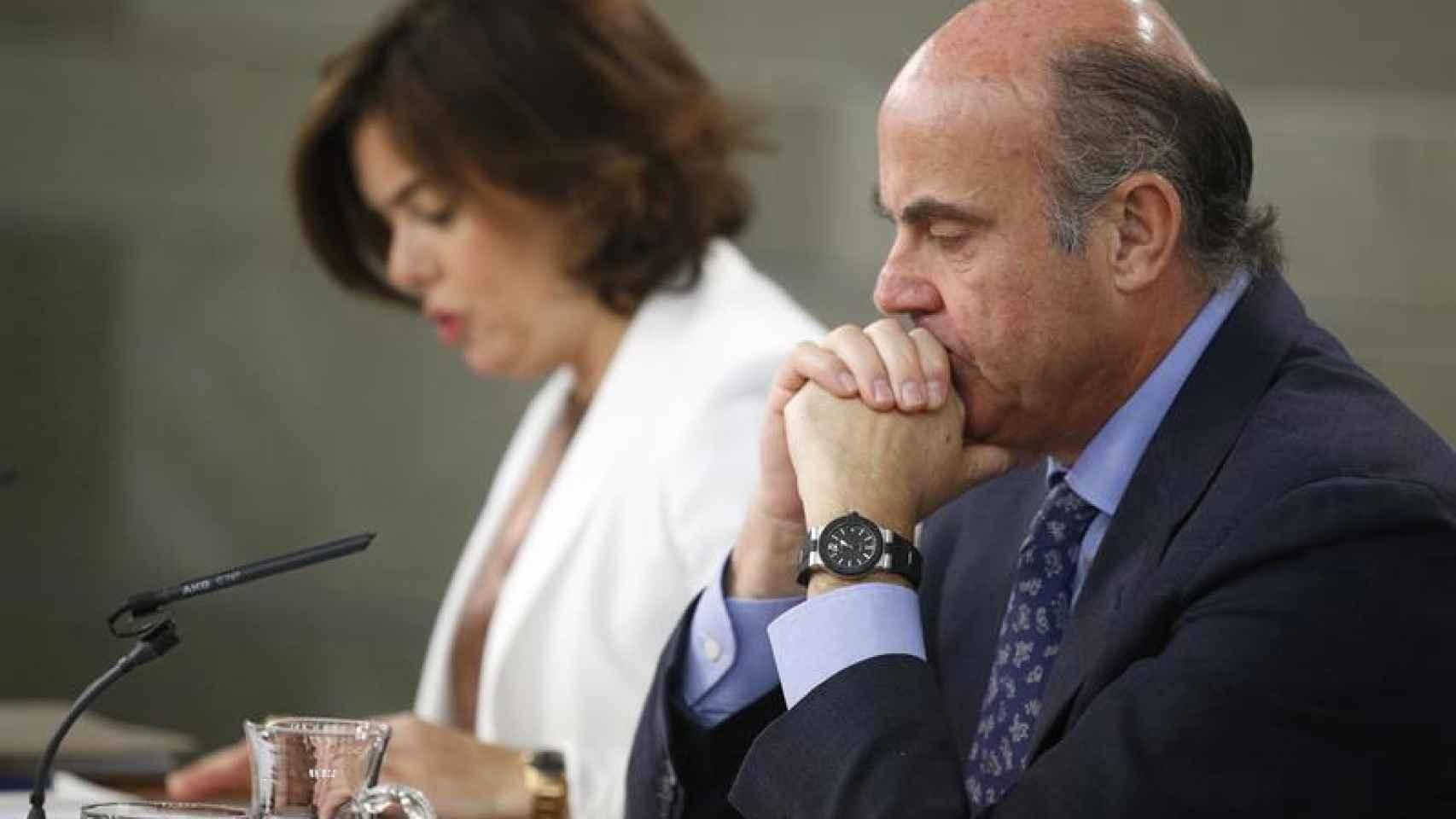 La vicepresidenta, Sáenz de Santamaría y el ministro de Economía, Guindos