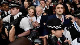 Simpatizantes de Corbyn le han mostrado su apoyo en la calle.