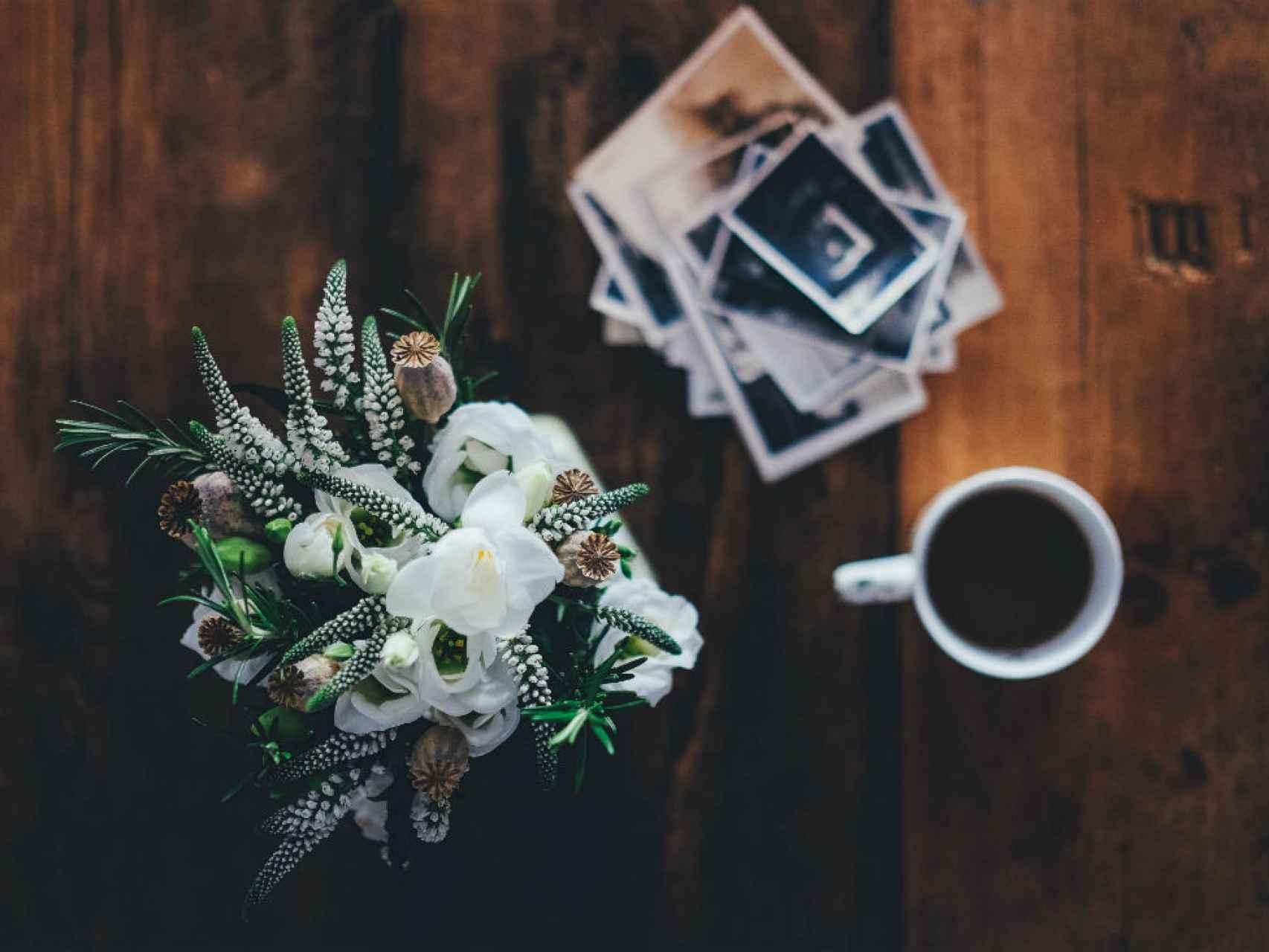 Contar con un arreglo floral natural cerca hace que cualquier momento sea especial. / Los Peñotes