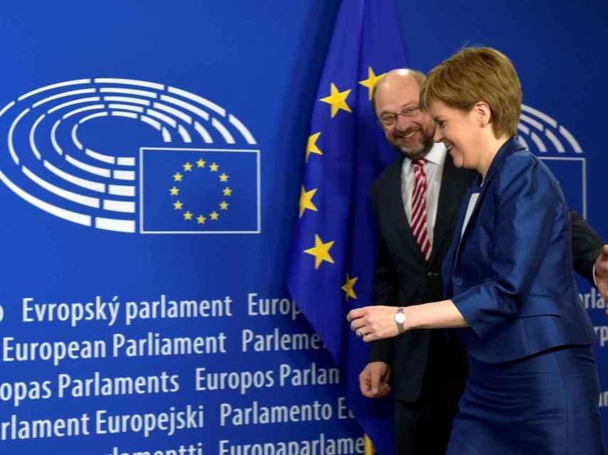El presidente de la Eurocámara da la bienvenida a Sturgeon