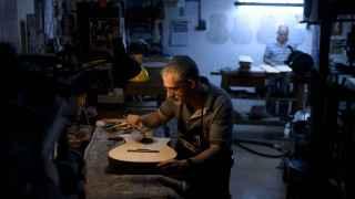 El pintor Javier Liébana en su taller.