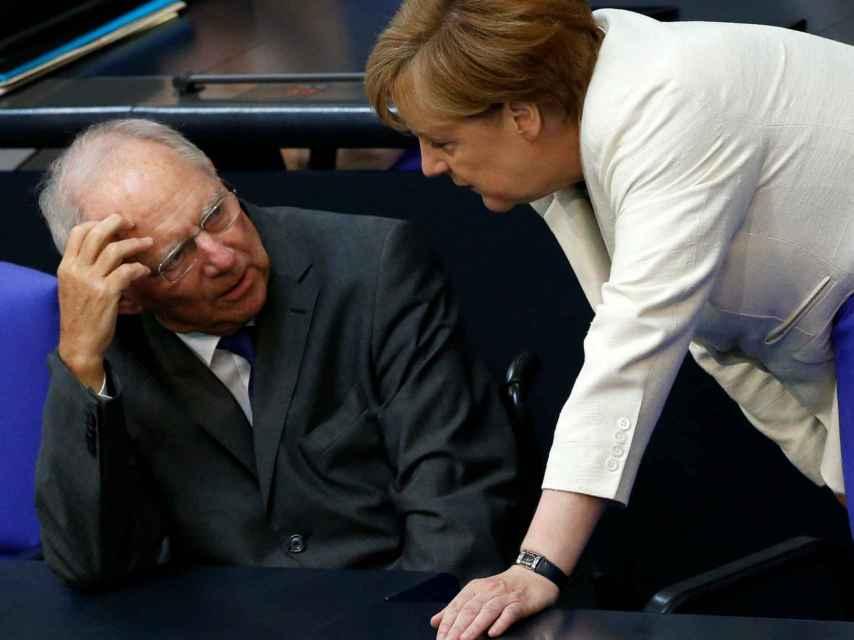 Schäuble, junto a Merkel.
