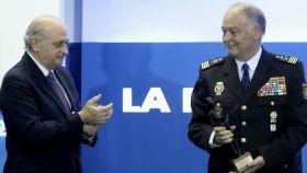 Jorge Fernández Díaz con el número dos de la Policía, Eugenio Pino.