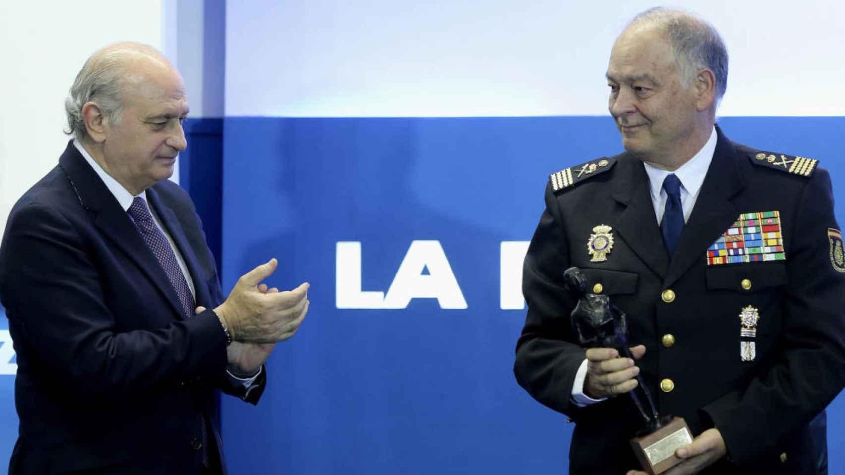 Fernández Díaz con el ex Nº 2 de la Policía, Eugenio Pino, ambos implicados en la trama.