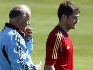 Vicente del Bosque e Iker Casillas durante la concentración previa a la Eurocopa.
