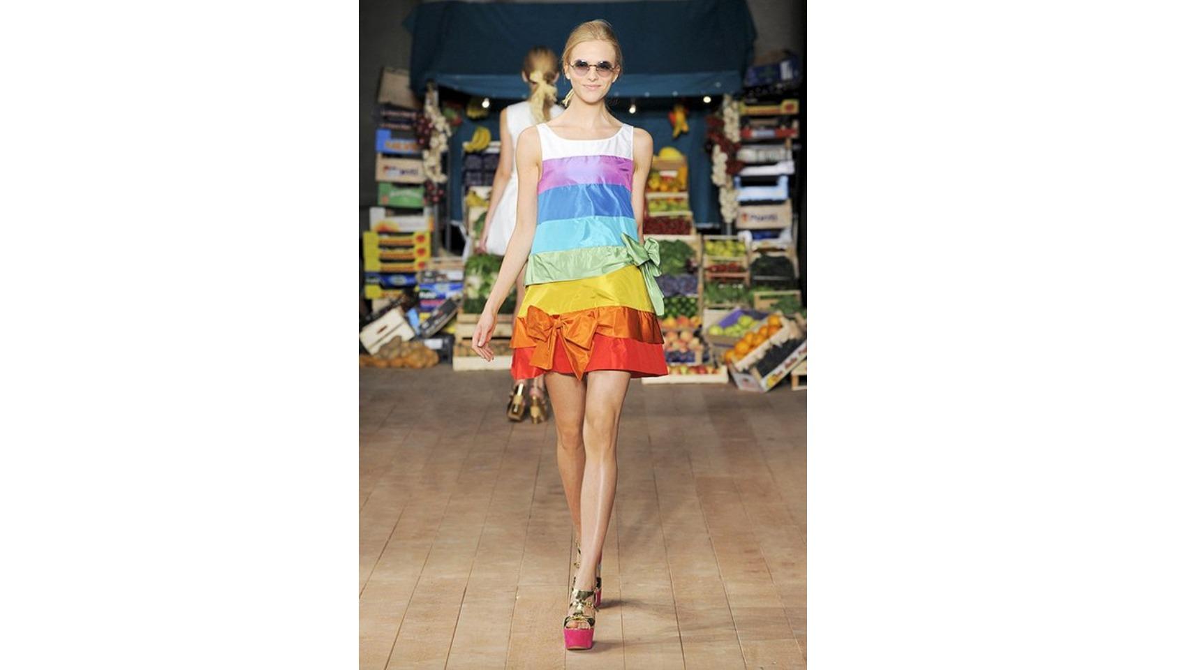 Vestido del desfile de Moschino Primavera/ Verano 2012.