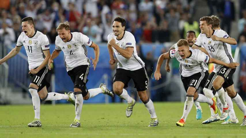 Los jugadores alemanes celebran el pase a semifinales.