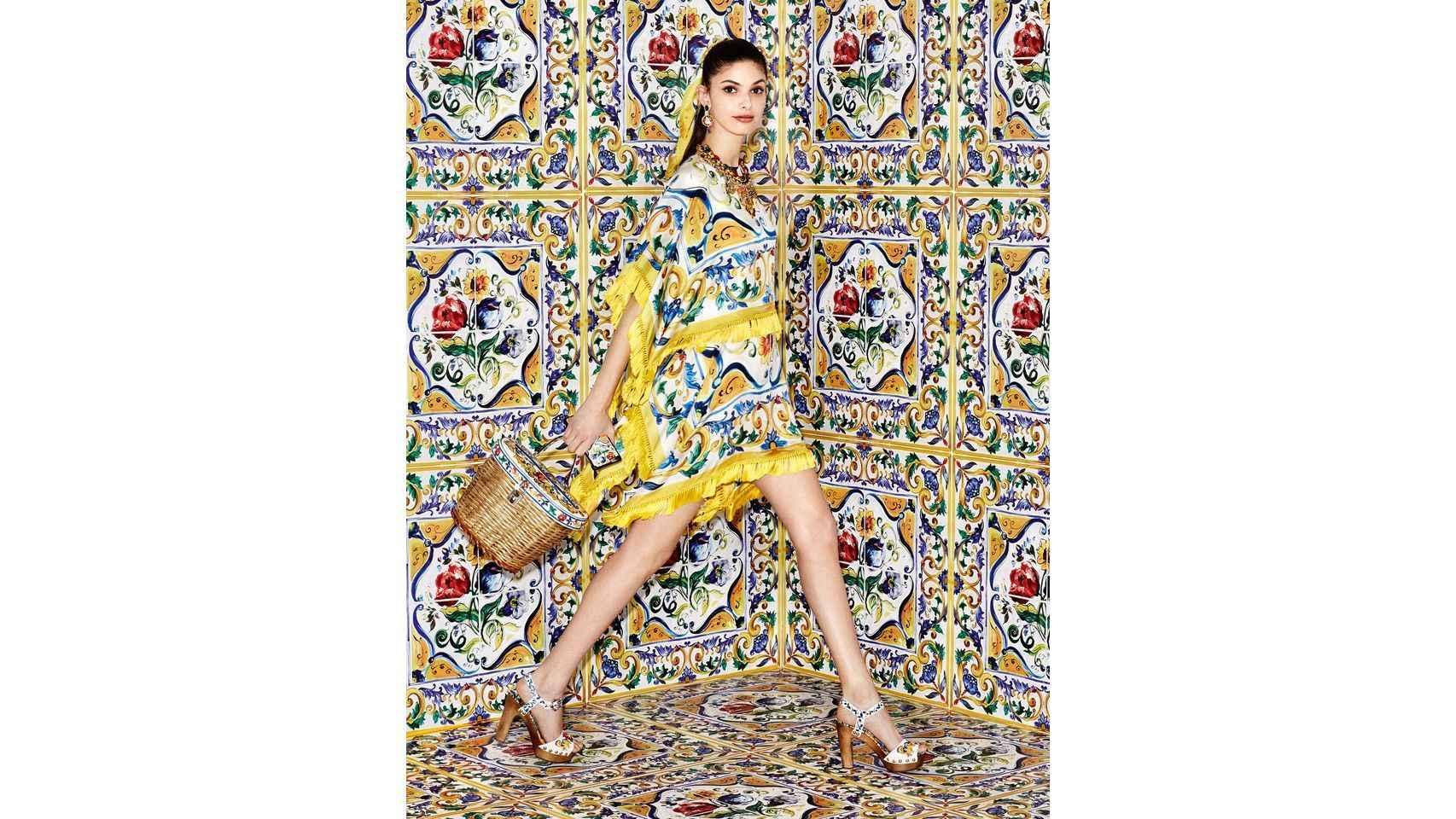 Vestido en sarga con flecos de Dolce y Gabbana verano 2016.