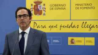 El presidente de Vueling, Javier Sanchez Prieto, atiende a los medios tras su reunión con la ministra de Fomento.