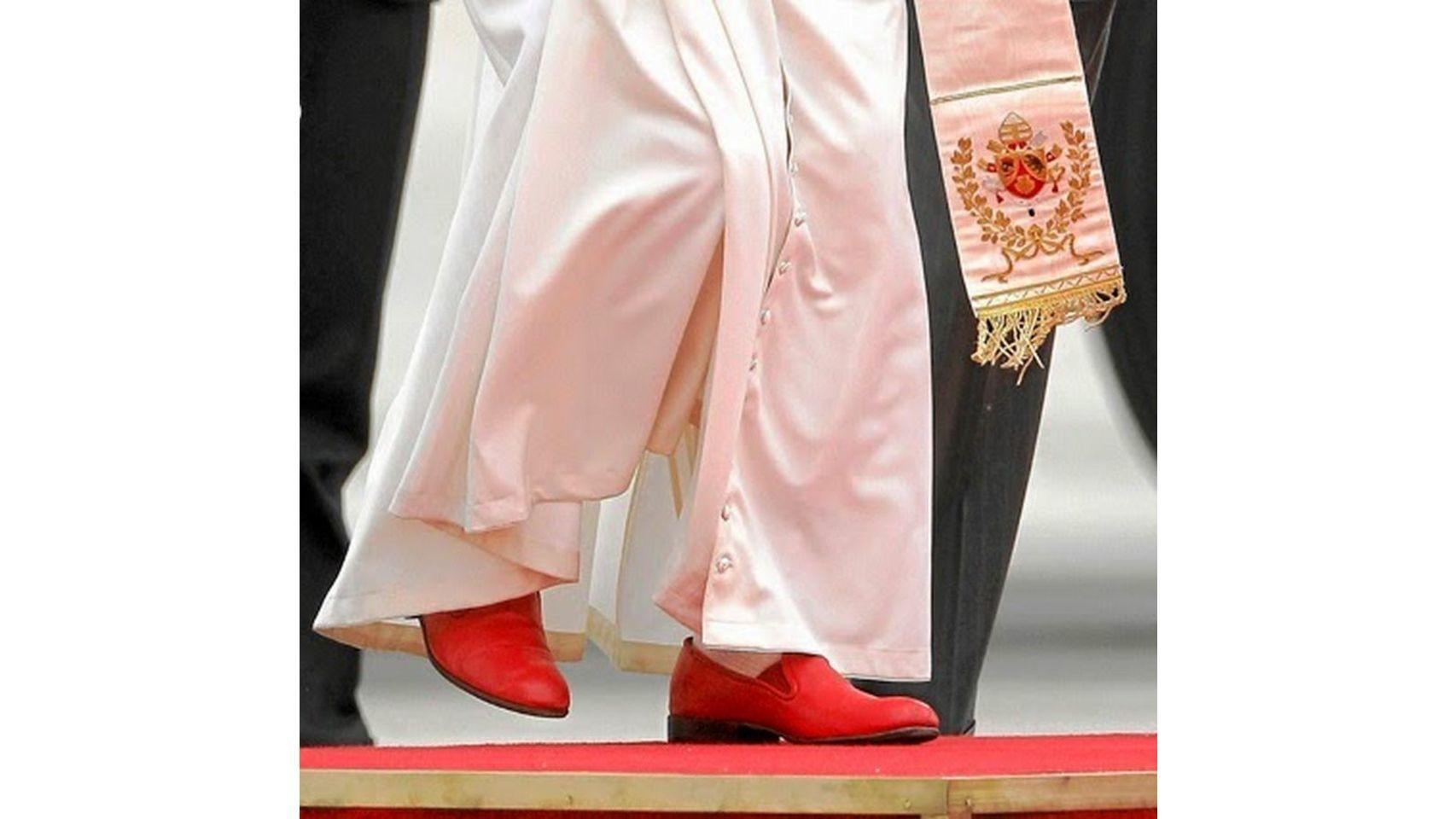 ¿Te suenan estos zapatos rojos? Los llevaba el Papa Benedicto XVI.