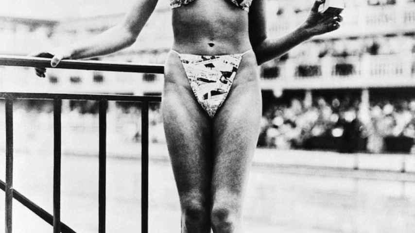 Micheline Bernardini, la bailarina de striptease que presentó el bikini.