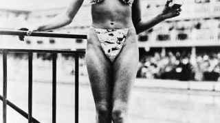 La bailarina de striptease que presentó el bikini.
