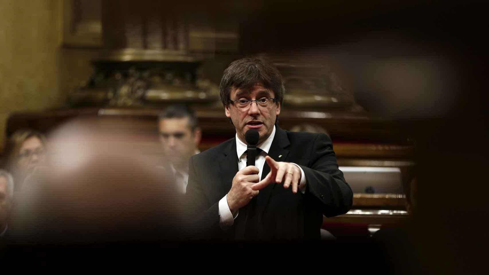 Carles Puigdemont durante una sesión de control en el Parlament