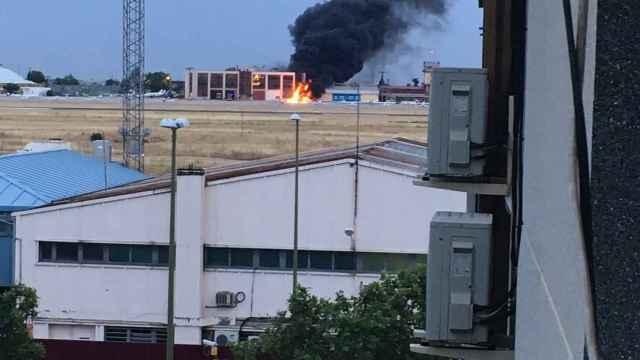 Al menos dos fallecidos al estrellarse una avioneta en Cuatro Vientos