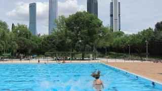 Carmena autoriza el 'día sin bañador' en las piscinas públicas