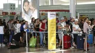 Colas de facturación en los mostradores de Vueling en la Terminal 1 del Aeropuerto de El Prat