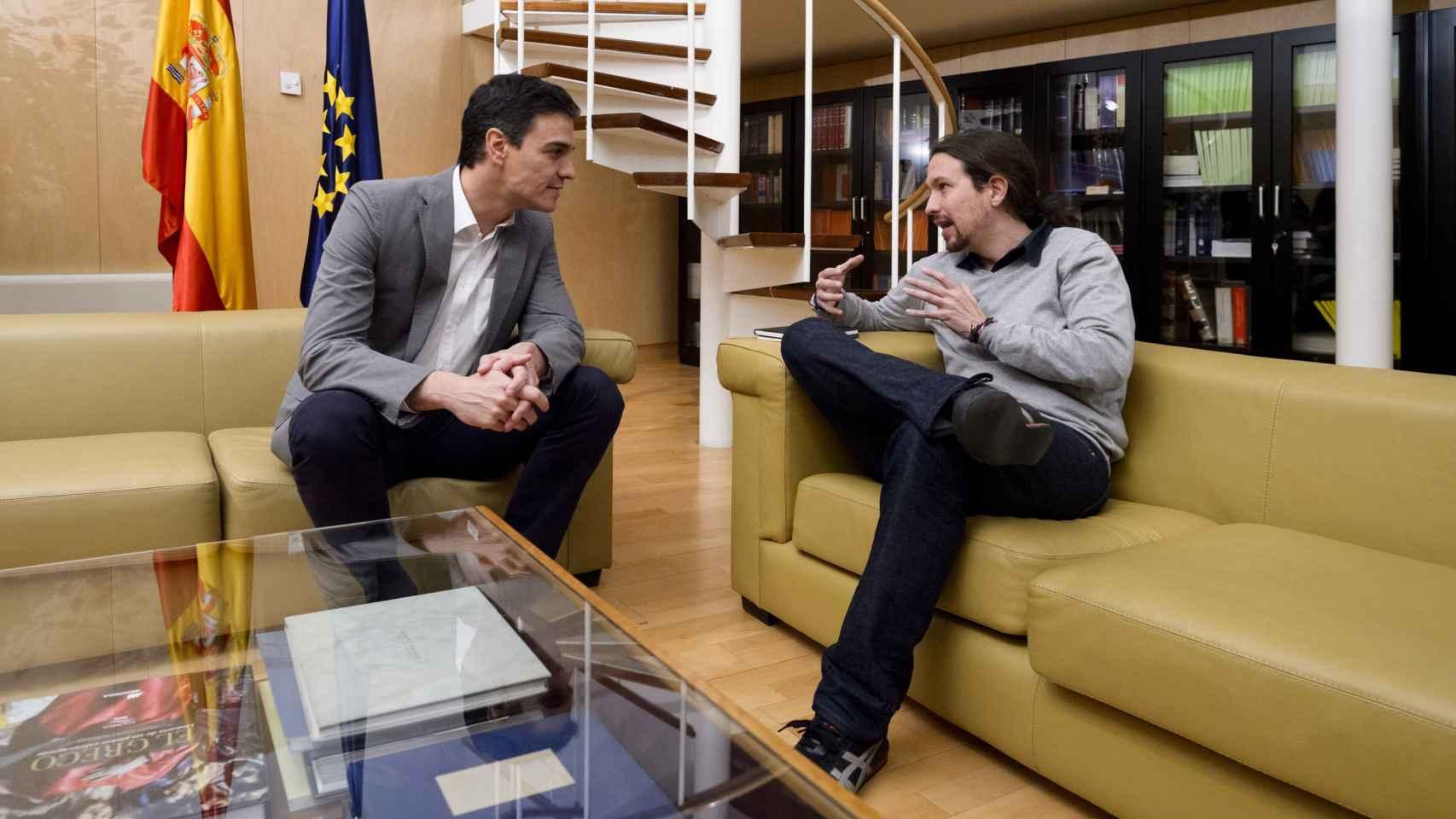 Pablo  Iglesias reunido con Pedro Sánchez.