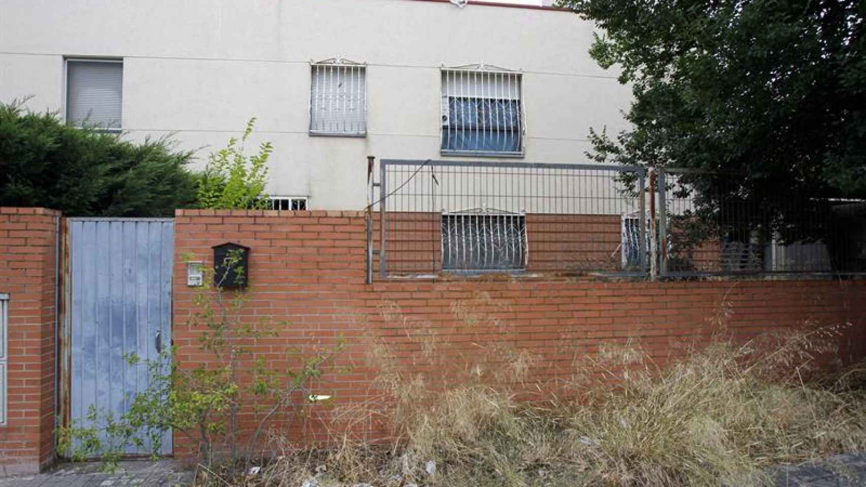 Fachada de la vivienda en la que un padre ha tenido secuestrado a su hijo dos años
