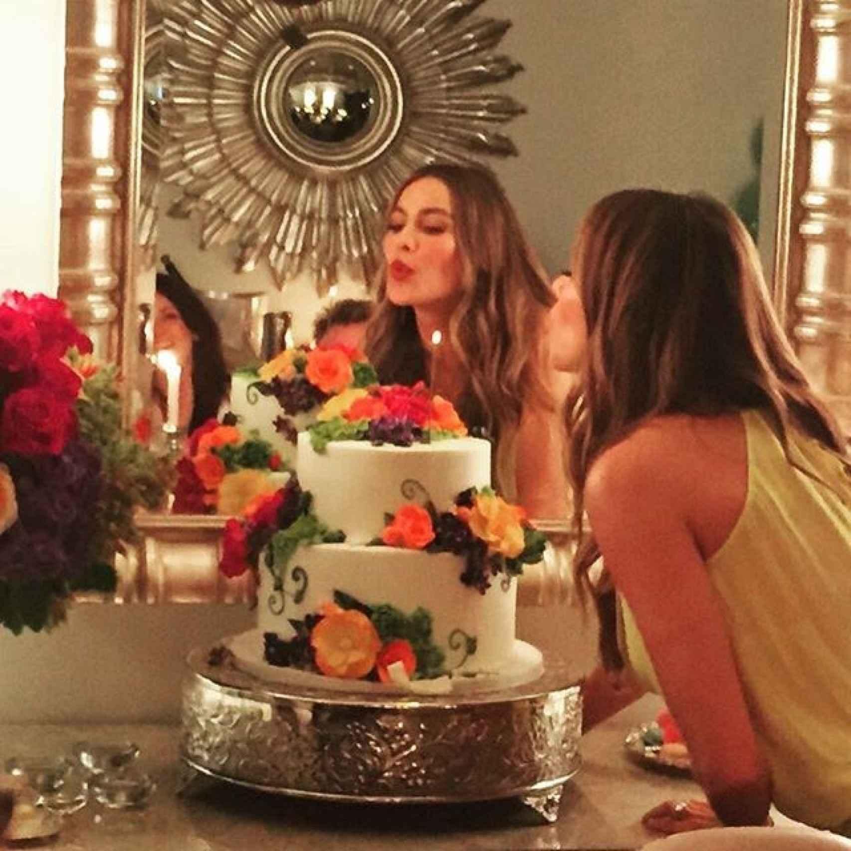 Spfía Vergara soplando las velas de su anterior cumpleaños