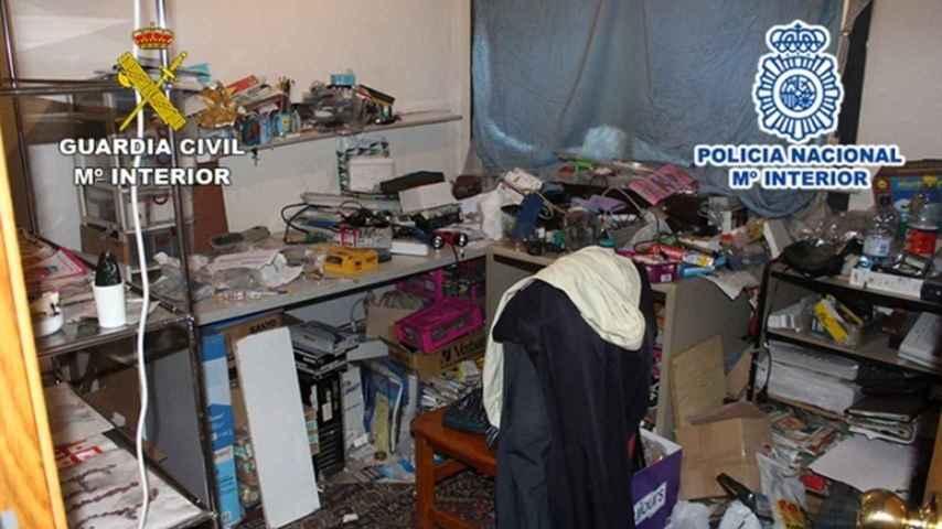 El domicilio en el que estaba retenido el joven estaba repleto de bolsas de basura.