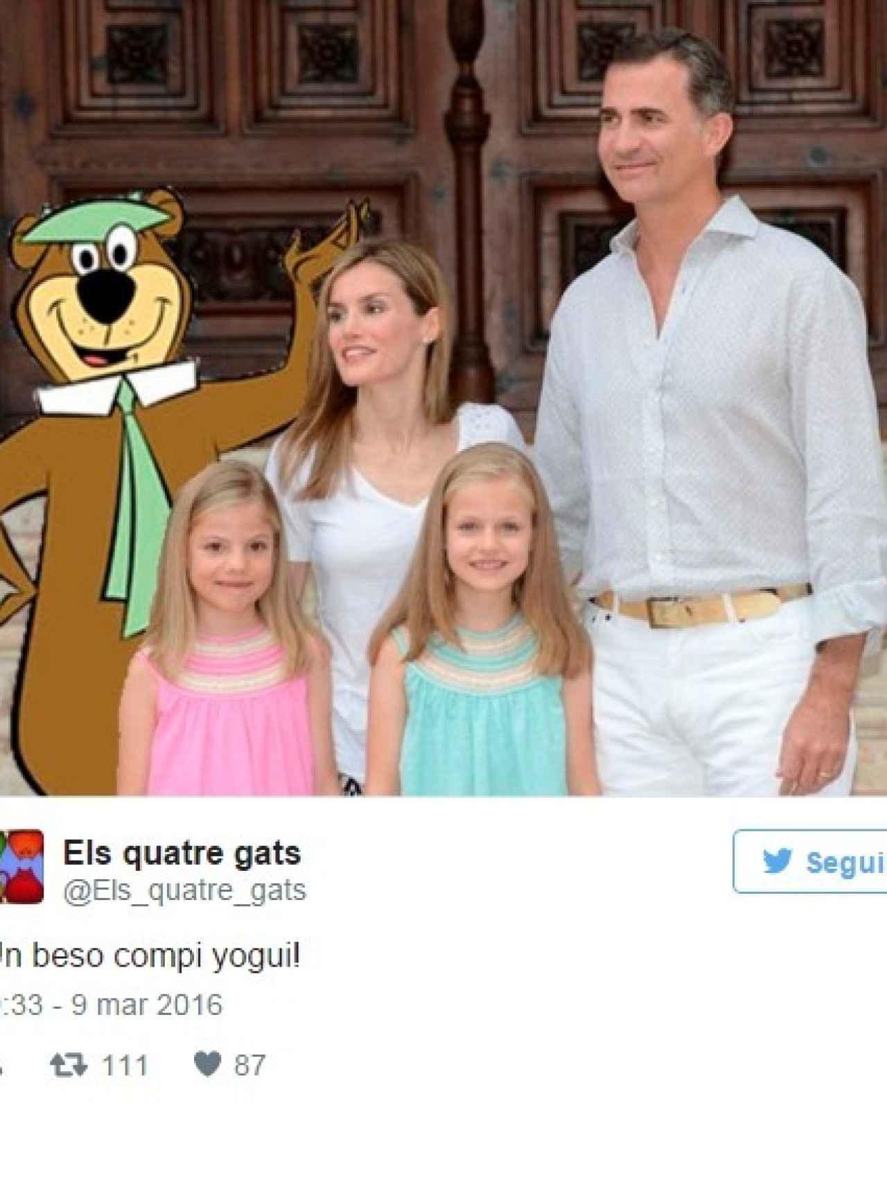 La familia junto al oso Yogui