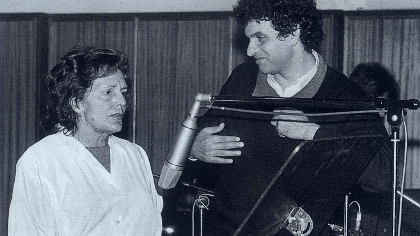 Carlos Cano dedicó la canción a la cantante portuguesa Amália Rodrigues.