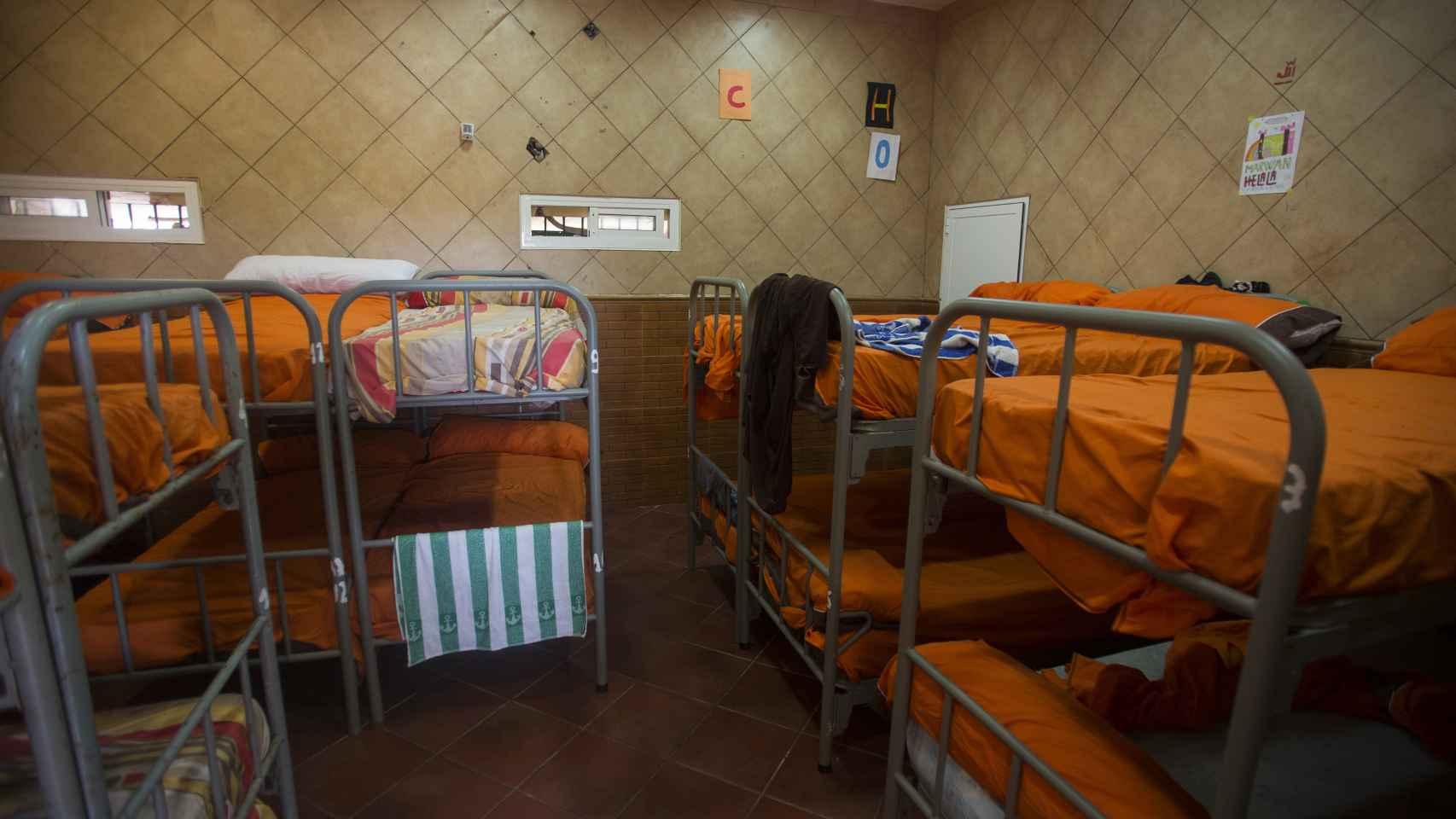 El Ministerio de Defensa ha cedido decenas de camas para atender la llegada de menores.