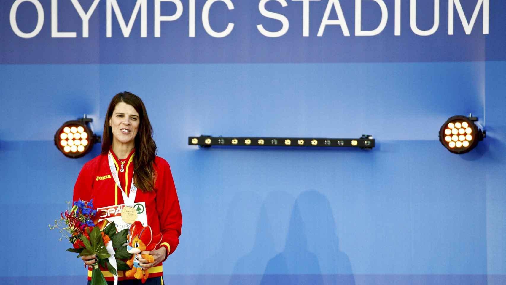 Ruth Beitia con su medalla de oro en el Europeo.