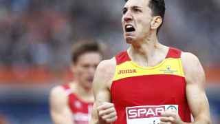 Sergio Fernández celebra su plata en el Europeo.