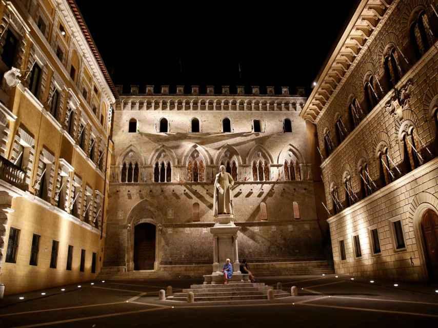Entrada a la sede de Monte dei Paschi en Siena.