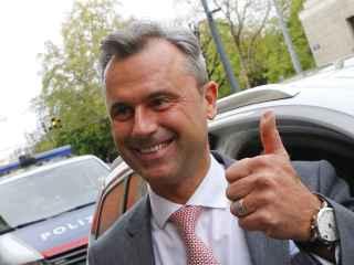 La presidencia de Austria a la que se postula Hofer no es un  cargo Ejecutivo.
