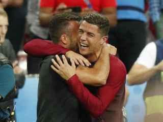 Cristiano celebra tras la victoria de Portugal.