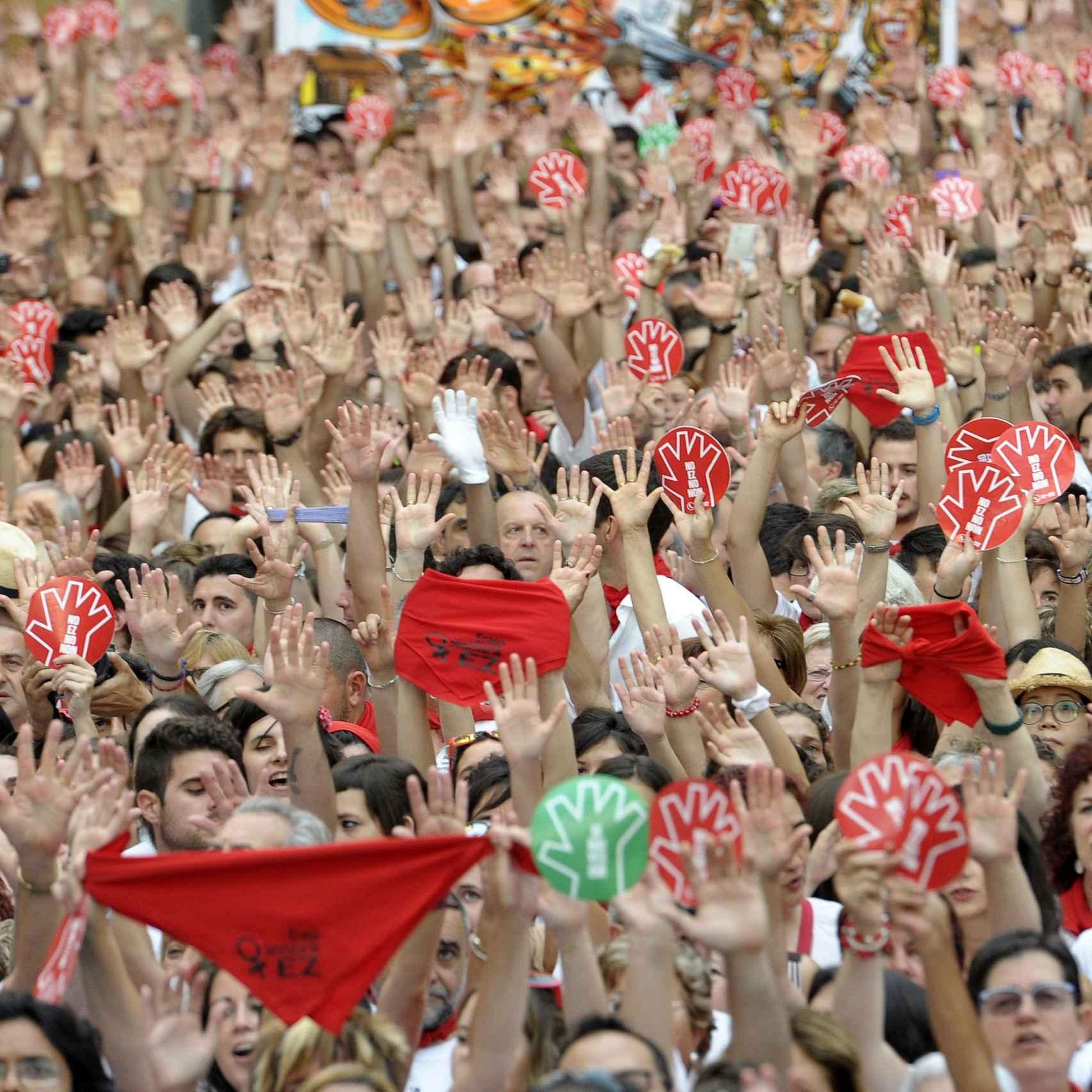 Miles de personas salieron a la calle el 7 de julio para condenar la violación de la noche anterior.