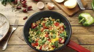 Al instante: revuelto de huevos y verduras al estilo hindú