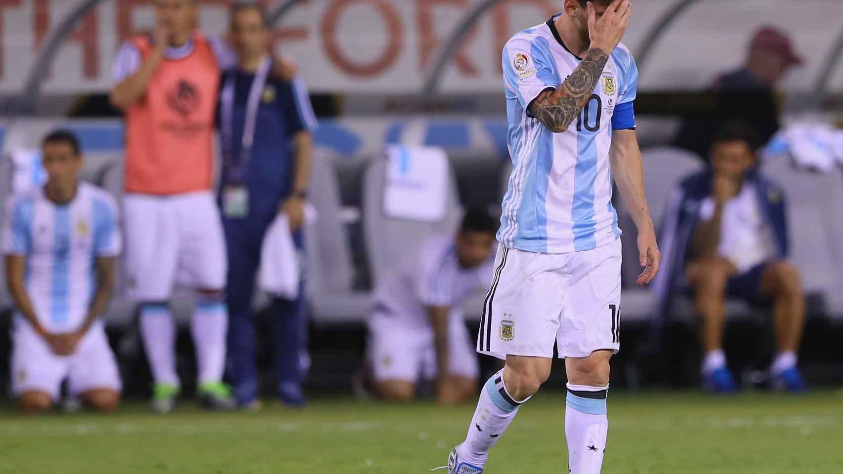 Messi se lamenta en la final de la Copa América Centenario.