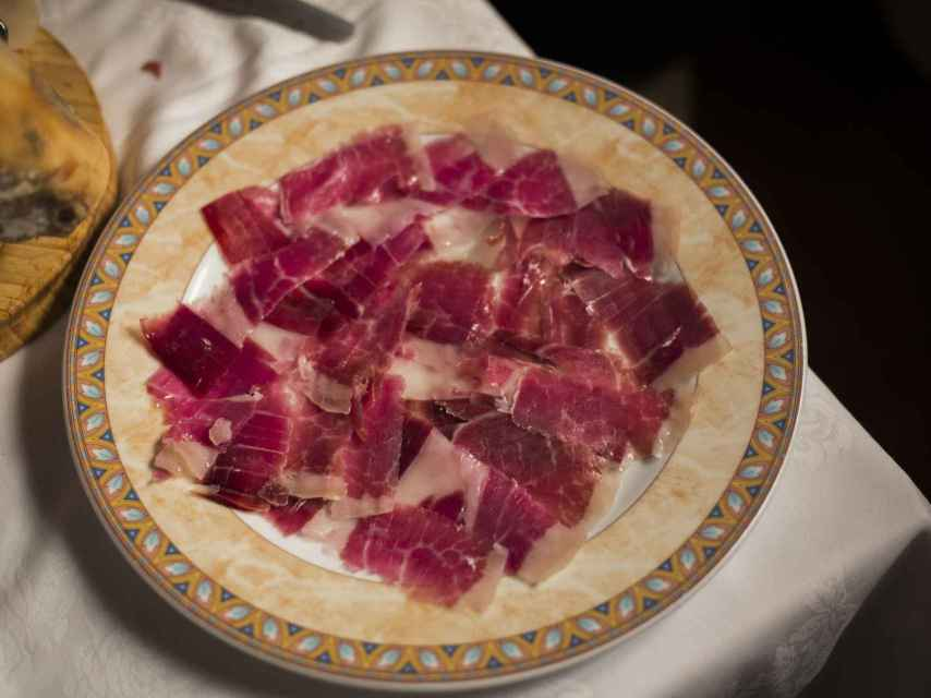 El plato de jamón que Mohamed preparó para la visita de EL ESPAÑOL.