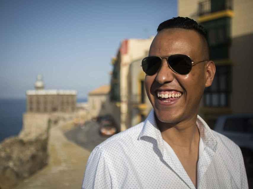 El chico saharaui siempre se muestra risueño pese a su dramática infancia.
