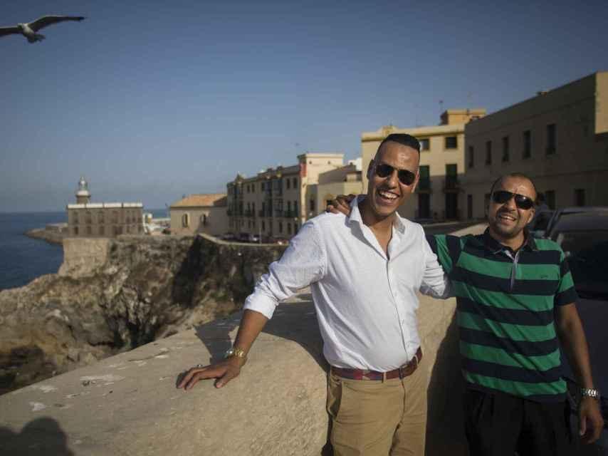 Mohamed, junto a su inseparable amigo Karim.