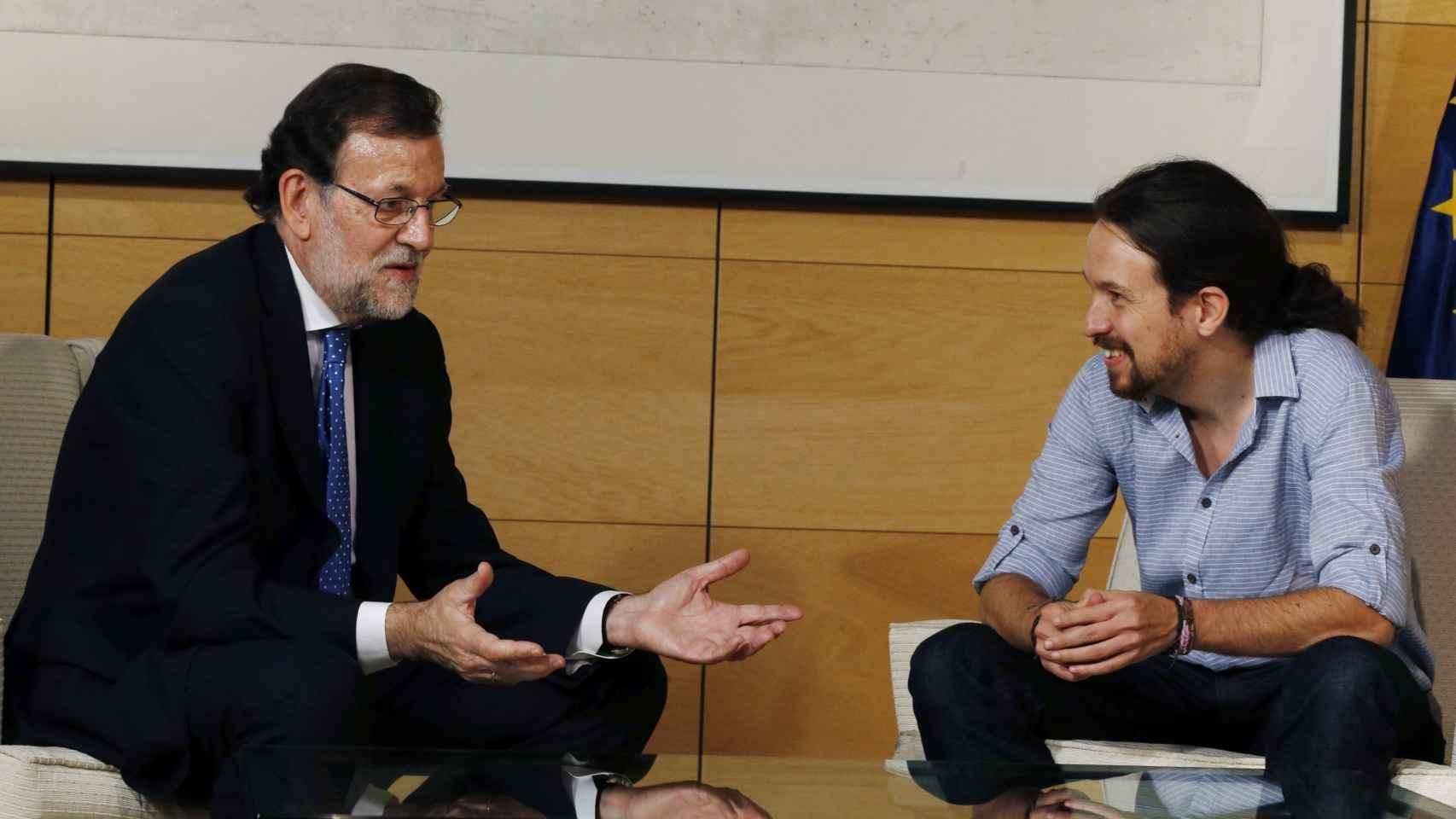 Pablo Iglesias con Mariano Rajoy este martes en el Congreso.