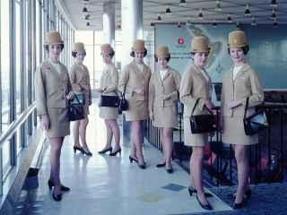 Azafatas de vuelo, una de las profesiones más afectadas por el jet lag.