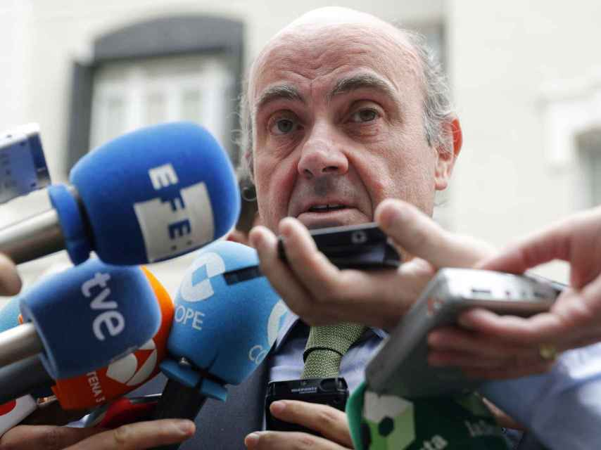 Guindos dice que la multa de la UE por el déficit será cero