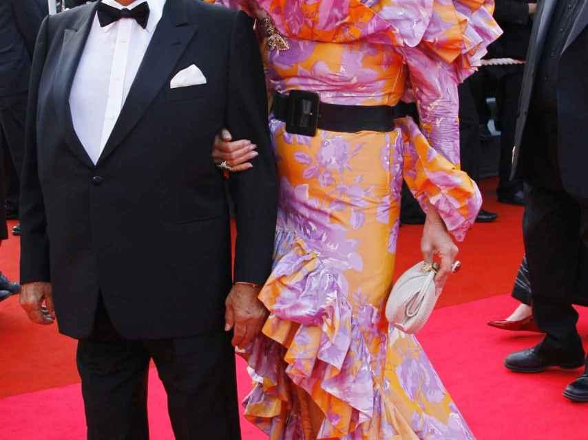 Adnan Khashoggi y su esposa, en un evento en Cannes en el año 2008.