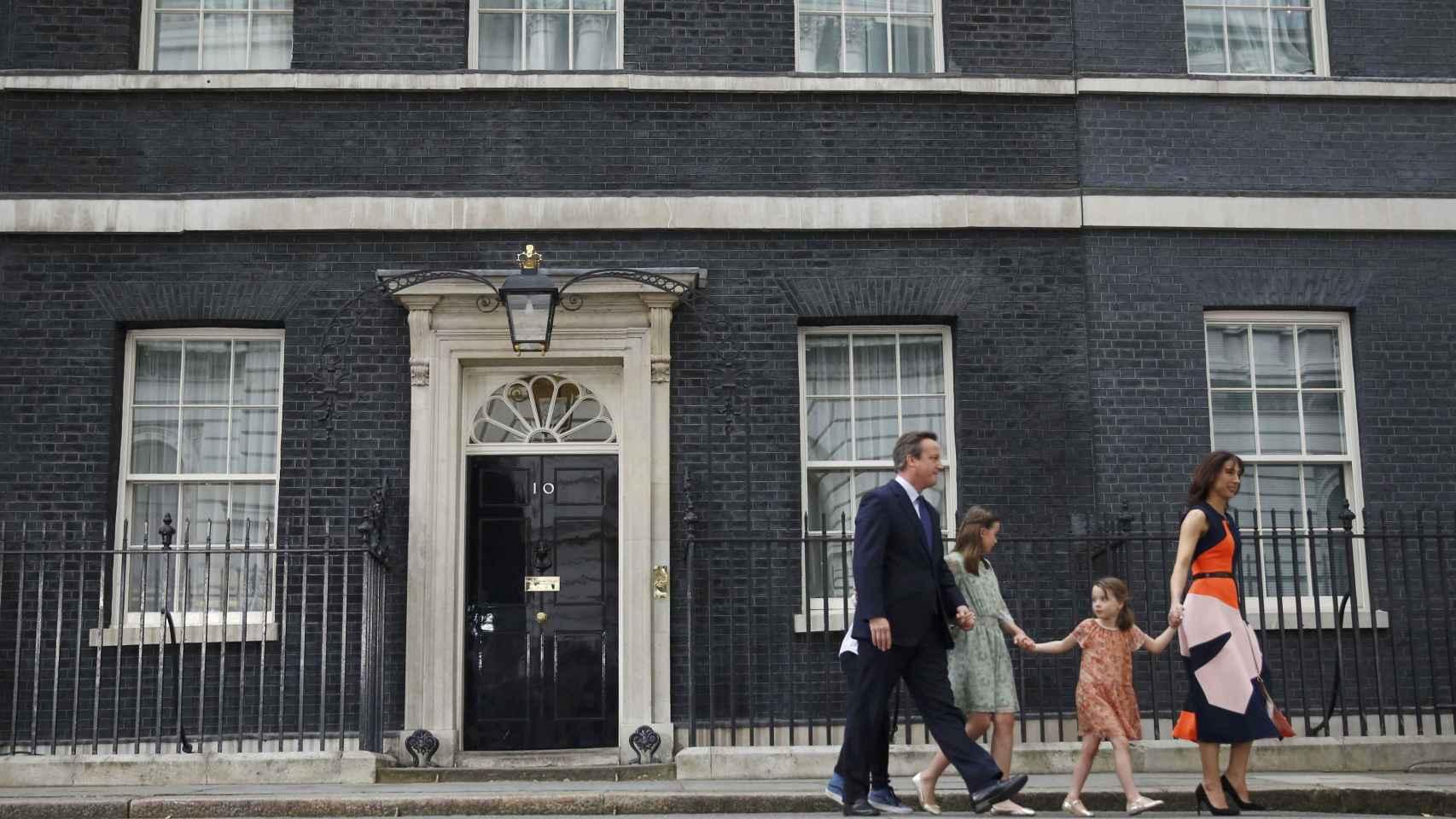 Cameron abandona el número 10 de Downing Street
