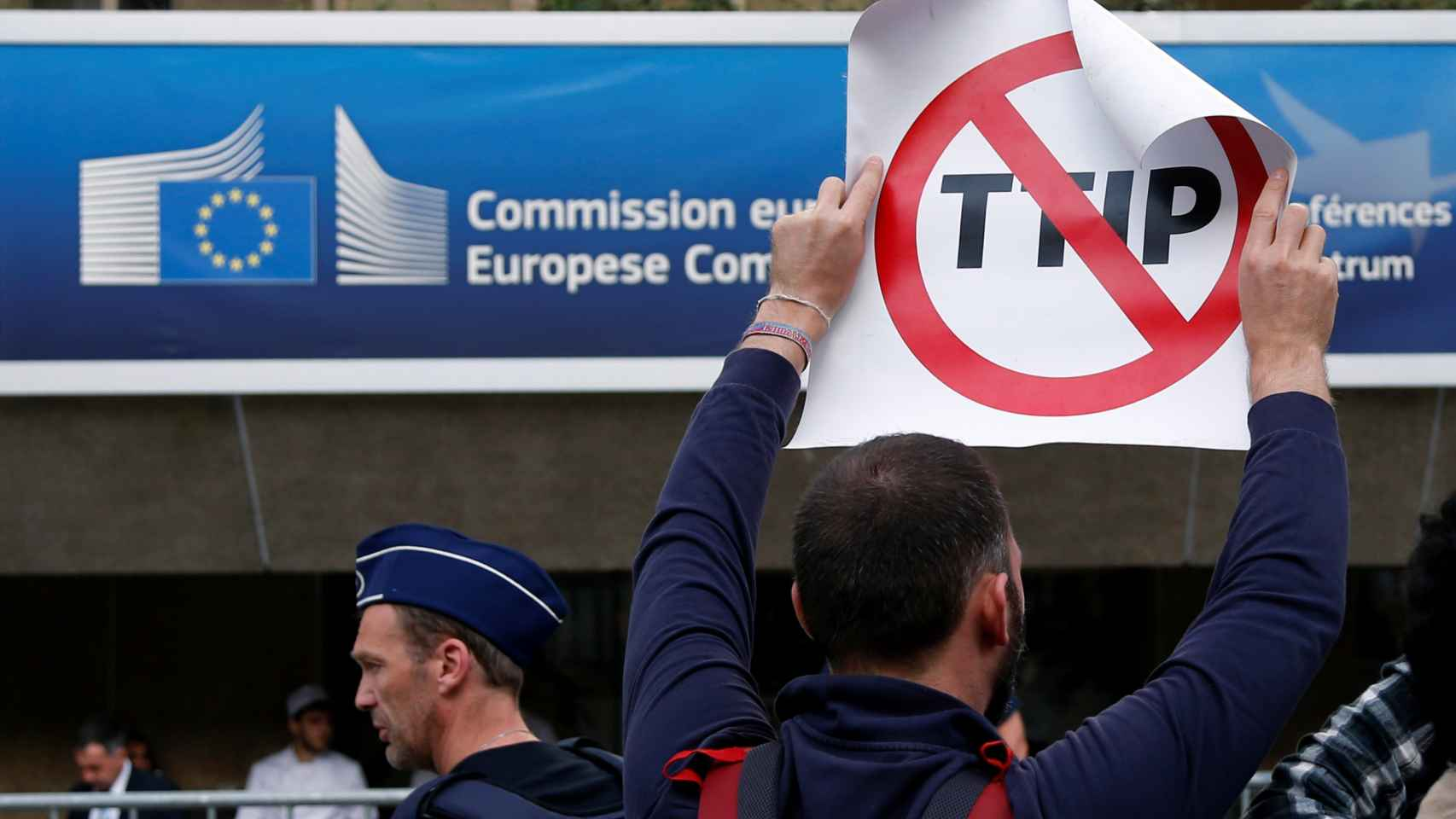 Personas contra el TTIP en Bruselas.