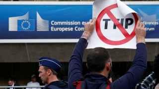 Detienen a 40 personas que protestaban contra el TTIP en Bruselas