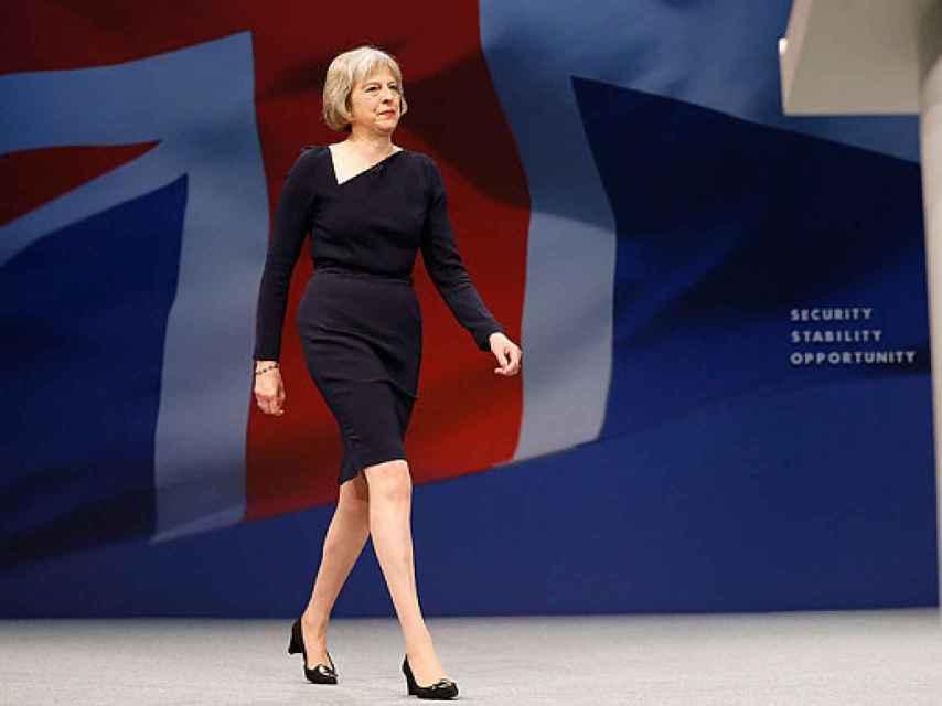 En la convención Tory, con un vestido de Roland Mouret de escote asimétrico.
