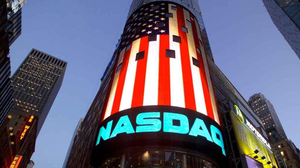 Un luminoso del mercado Nasdaq en Nueva York.